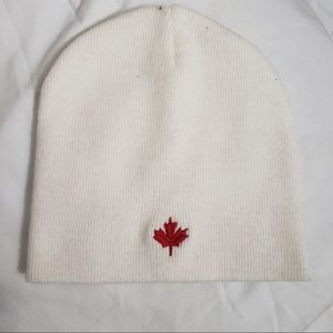 🧩Right Sleeve Classic All White Maple Leaf Beanie